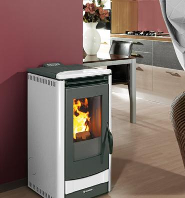Type: Ecotherm 1000. Kleine, hoogrendement pelletkachel; levert 7 kW vermogen, verwarmt ruimtes tot 162 m3 en is de stilste kachel in zijn soort (36db). In div. kleuren beschikbaar!